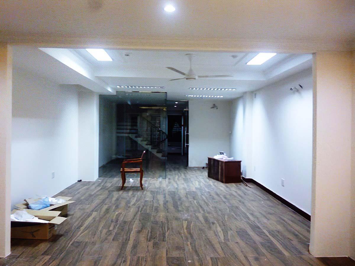 Khảo sát mặt bằng để đưa ra phương án thiết kế thi công nội thất theo yêu cầu.